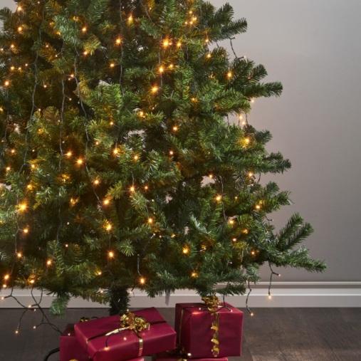Juletrær og tilbehør