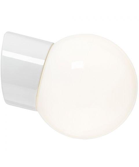 Classic Glob 150 vegglampe IP54 E27, Blankt opalhvitt glass
